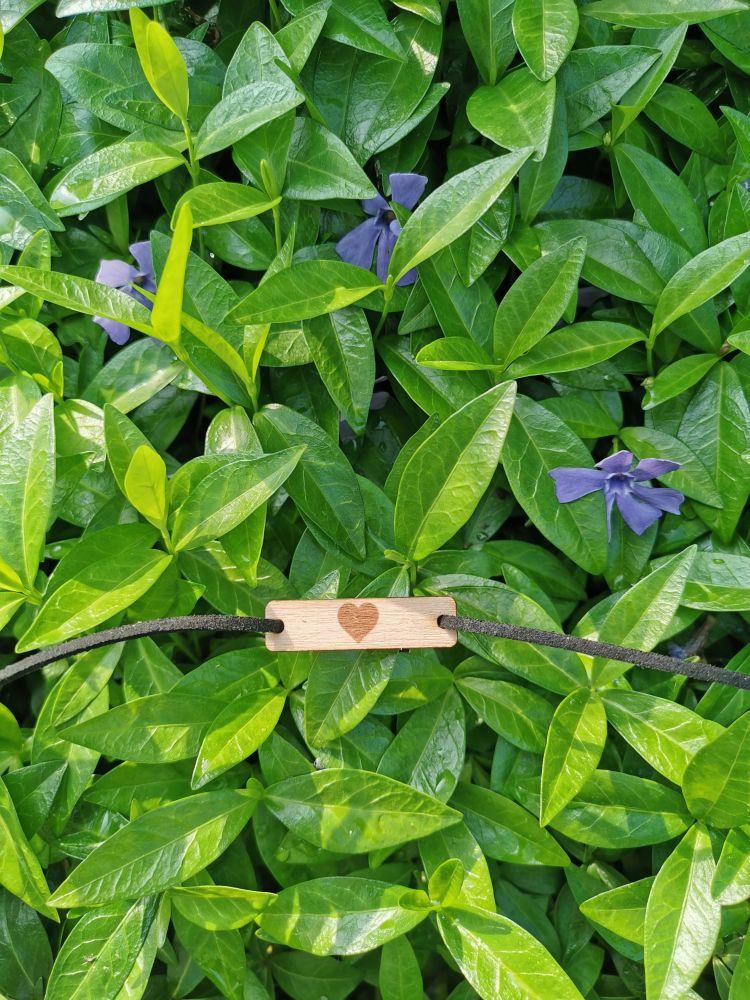 Dřevěný náramek na kůži - Srdce